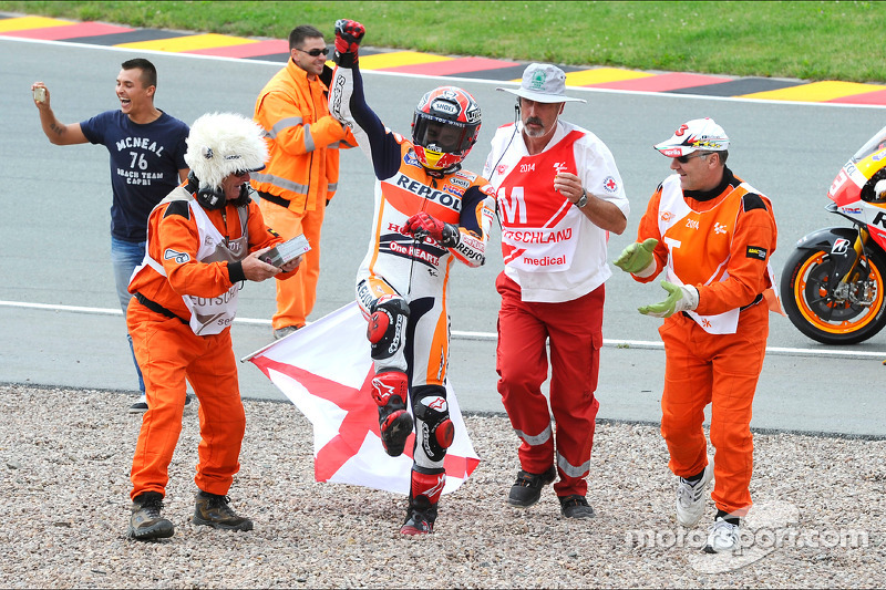 "<img src=""http://cdn-1.motorsport.com/static/custom/car-thumbs/MOTOGP_2017/RIDERS_NUMBERS/Marquez.png"" width=""50"" /> #15 GP di Germania 2014"