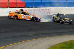 Joey Logano, Team Penske Ford et Morgan Shepherd : Accident