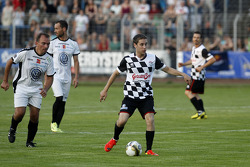 Robin Frijns, Caterham Test and Reserve Driver, drivers vs. all stars, Kick for Kinder charity football match