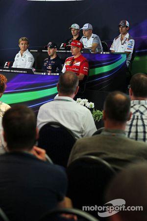 国际汽联新闻发布会: 尼克·胡肯伯格, 印度力量车队,; 凯文·马格努森, 迈凯伦;阿德里安·苏蒂尔, 索伯车队; 尼克·罗斯伯格, 梅赛德斯AMG F1车队; 塞巴斯蒂安·维特尔, 红牛车队; 基米