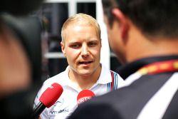 Valtteri Bottas avec les médias