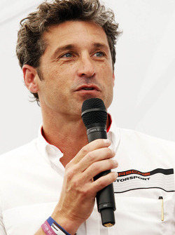 帕特里克·邓普西,演员,参加保时捷超级杯赛车比赛