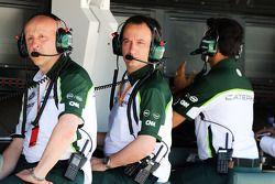 (Da sinistra a destra): Miodrag Kotur, Caterham F1 Team, Team Manager con Gianluca Pisanello, Caterh