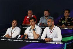 La conferenza stampa FIA: John Booth, Marussia F1 Team Team Principal; Paul Hembery, Direttore Motorsport Pirelli; Federico Gastaldi, Lotus F1 Team Vice Team Principal; Christian Albers, Caterham F1 Team, Team Principal; Toto Wolff, Mercedes AMG F1 Condiv