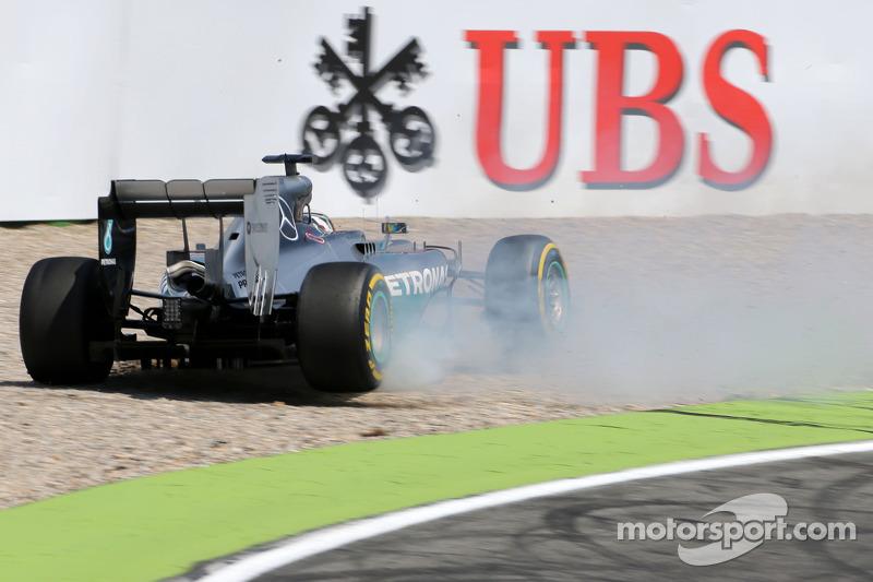 Crash: Lewis Hamilton, Mercedes AMG F1 W05