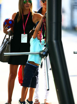 Rafaela Bassi, Felipe Massa'nın eşi, Williams ve oğlu Felipinho Massa