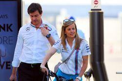 Susie Wolff, Williams, Entwicklungsfahrerin, mit Ehemann Toto Wolff, Mercedes, Motorsportchef