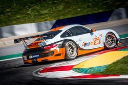 #86 Gulf Racing UK Porsche 911 GT3 RSR: Michael Wainwright, Adam Carroll, Michael Meadows
