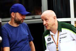 (Da sinistra a destra): Gerard Lopez, Lotus F1 Team Principal con Miodrag Kotur, Caterham F1 Team, T