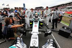 Nico Rosberg, Mercedes AMG F1 W05 en la parrilla