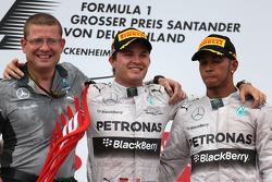 Podium: race winner Nico Rosberg, third place Lewis Hamilton
