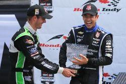 Helio Castroneves, Penske Racing Chevrolet et Sèbastien Bourdais, KVSH Racing Chevrolet