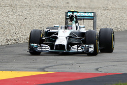 Race winner Nico Rosberg, Mercedes AMG F1 W05 celebrates at the end of the race