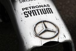 Lewis Hamilton, Mercedes AMG F1 W05 damaged nosecone