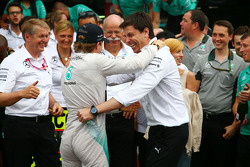 Race winner Nico Rosberg, Mercedes AMG F1 celebrates with Toto Wolff, Mercedes AMG F1 Shareholder an