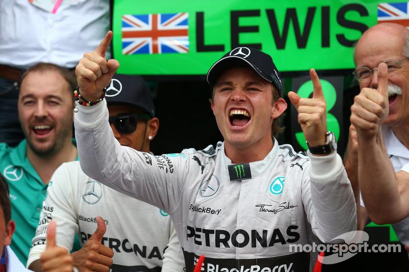 Yarış galibi Nico Rosberg, Mercedes AMG F1 W05 ve 3. sıra Lewis Hamilton, Mercedes AMG F1 W05