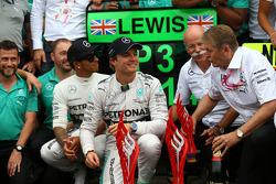 Race winner Nico Rosberg, Mercedes AMG F1 W05 and 3rd place Lewis Hamilton, Mercedes AMG F1 W05
