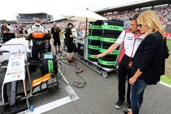 Patrick Dempsey, Actor and his wife Jill Fink take a look at the Sahara Force India F1 VJM07 of Nico Hulkenberg, on the grid
