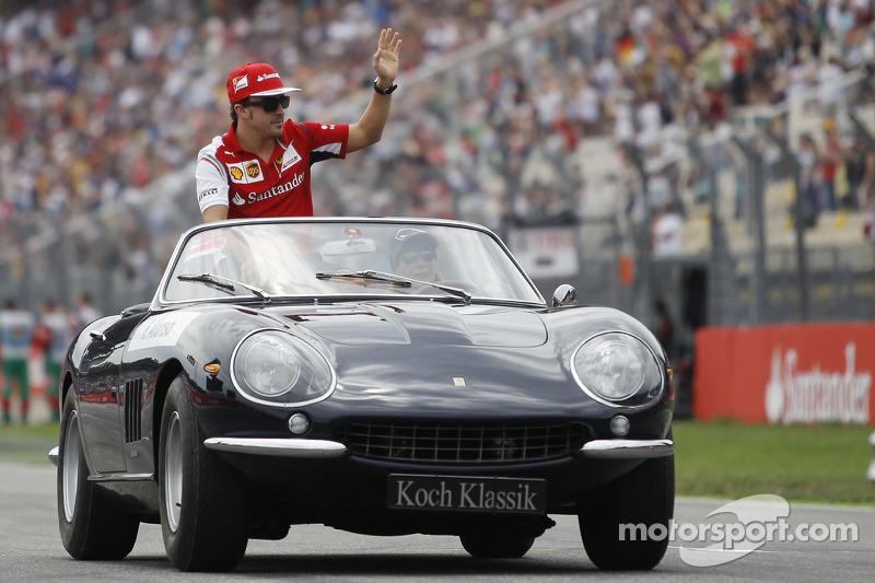 Fernando Alonso, Ferrari pilot geçiş töreninde
