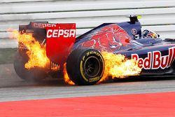 Feuer: Daniil Kvyat, Scuderia Toro Rosso STR9