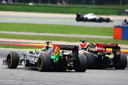 Sergio Perez, Sahara Force India F1 VJM07 and Romain Grosjean, Lotus F1 E22 battle for position