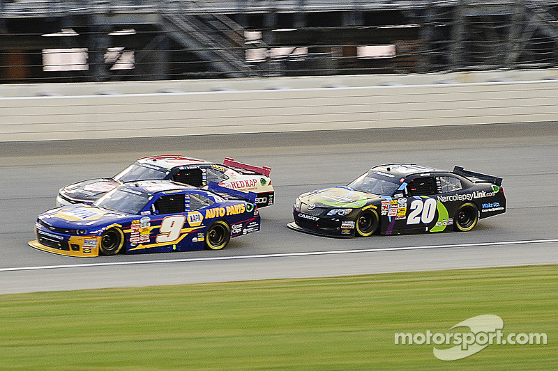 Chase Elliott ve Erik Jones