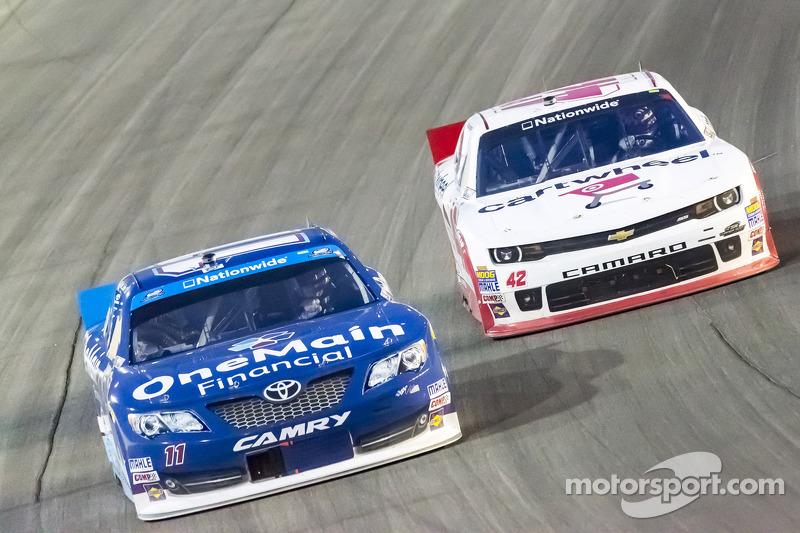 Elliott Sadler ve Kyle Larson
