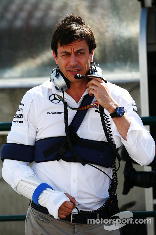 Toto Wolff, Mercedes AMG F1 sócio e diretor executivo machucado após acidente de bicicleta