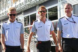 Kevin Magnussen, McLaren with Jenson Button, McLaren and Dave Redding, McLaren Sporting Director
