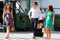 Tanya Jones y Simone Button, McLaren.
