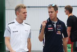 Kevin Magnussen, McLaren con Sebastian Vettel, Red Bull Racing