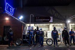 Mecânicos esperam por pit stop