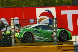 The damaged car of #458 GT Corse by Rinaldi Ferrari 458 Italia: Alexander Mattschull, Roger Grouwels, Tim Muller, Pierre Ehret