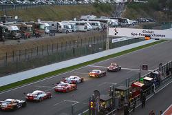 A corrida tem bandeira vermelha após grande acidente