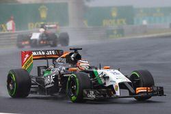Nico Hulkenberg, Sahara Force India F1 VJM07 davanti al compagno di squadra Sergio Perez, Sahara Force India F1 VJM07
