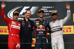Fernando Alonso, Daniel Ricciardo y Lewis Hamilton en el podio