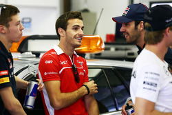 Jules Bianchi, Marussia F1 Team and Jean-Eric Vergne, Scuderia Toro Rosso en el desfile de pilotos.