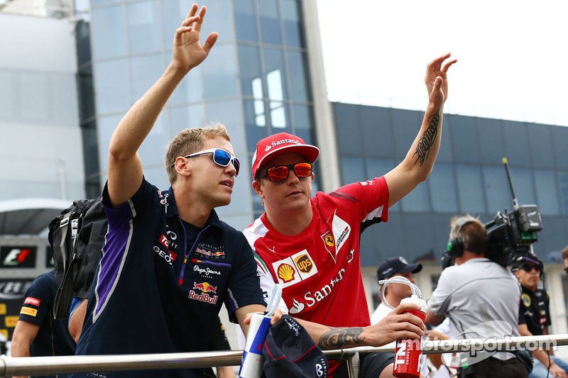 Sebastian Vettel et Kimi Räikkönen lors de la parade des pilotes
