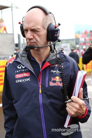 Adrian Newey, Red Bull Racing Chief Technical Officer on the grid.