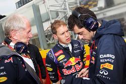 El Dr. Helmut Marko, Red Bull Motorsport Consultor con Sebastian Vettel, Red Bull Racing y Guillaume