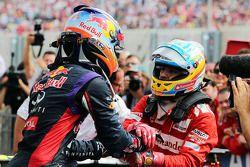 Daniel Ricciardo, Red Bull Racing celebra con segundo lugar de Fernando Alonso, Ferrari en parc ferm