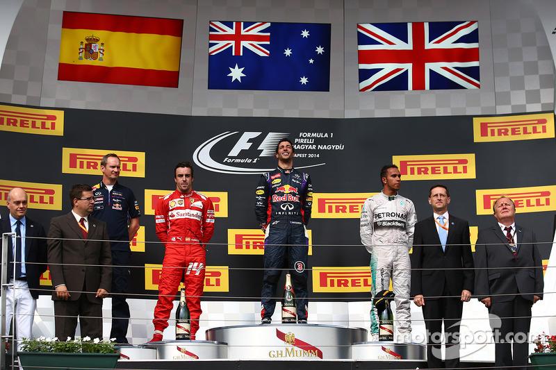 9 - (19 posiciones): Lewis Hamilton, Mercedes: 22º a 3º en el GP de Hungría 2014