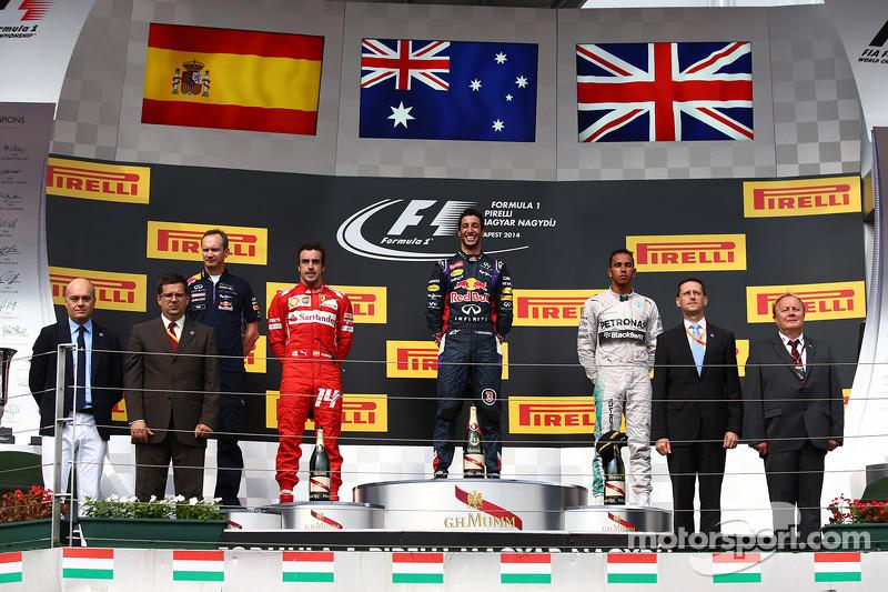Daniel Ricciardo, Red Bull Racing RB10, Fernando Alonso, Ferrari y Lewis Hamilton, Mercedes AMG F1