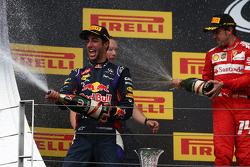 Daniel Ricciardo, Red Bull Racing RB10 y Fernando Alonso, Ferrari