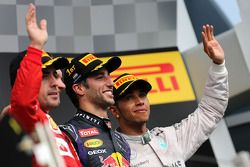 Fernando Alonso, Scuderia Ferrari, Daniel Ricciardo, Red Bull Racing and Lewis Hamilton, Mercedes AM