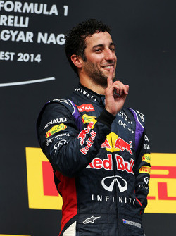 Daniel Ricciardo, Red Bull Racing celebra en el podio