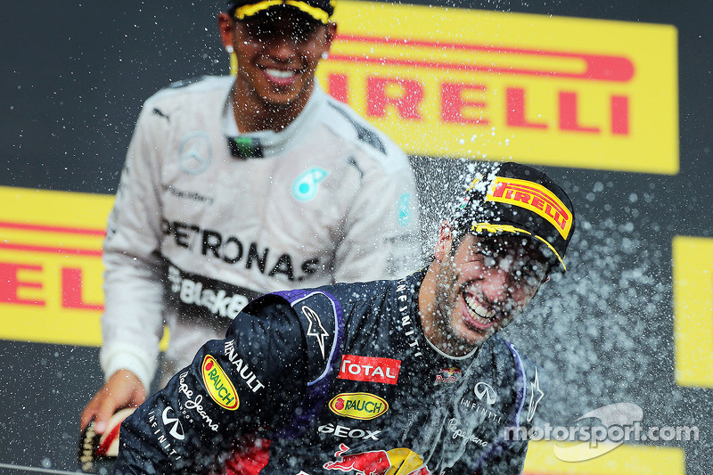 Daniel Ricciardo, Red Bull Racing celebrates with Lewis Hamilton, Mercedes AMG F1 and the champagne on the podium