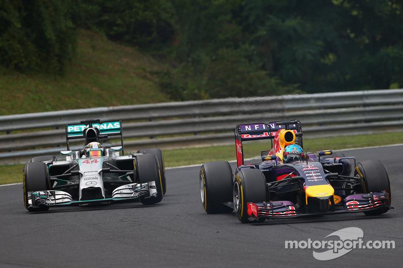 Sebastian Vettel, Red Bull Racing RB10 and Lewis Hamilton, Mercedes AMG F1 W05