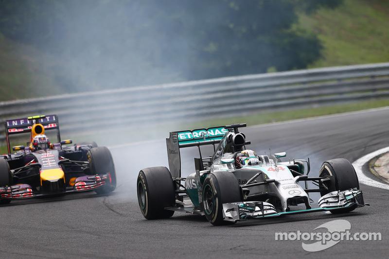 Lewis Hamilton, Mercedes AMG F1 W05 and Daniel Ricciardo, Red Bull Racing RB10