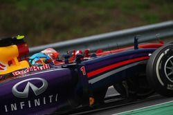Sebastian Vettel, Red Bull Racing RB10 e Kimi Raikkonen, Ferrari F14-T